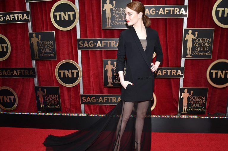 Το πιο θηλυκό φόρεμα της σεζόν μοιάζει με αντρικό σακάκι (pics)   to10.gr