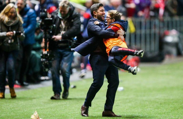 League Cup : Ο προπονητής της Μπρίστολ Σίτι τρελάθηκε (vid) | to10.gr