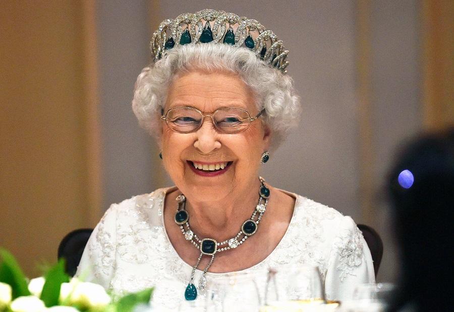 Η βασίλισσα Ελισάβετ αλλάζει προμηθευτή εσωρούχων | to10.gr
