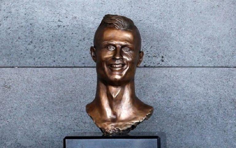 Εσιέν : Το άγαλμα του είναι χειρότερο και από του Ρονάλντο (pic) | to10.gr