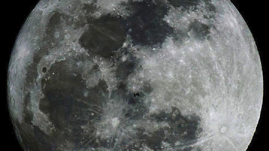 Η Σελήνη στον Υδροχόο: Πώς επηρεάζει το κάθε ζώδιο | to10.gr