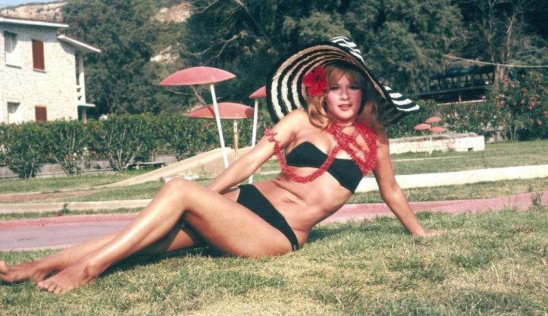 Σπάνιο ντοκουμέντο: Η Αλίκη Βουγιουκλάκη topless στην παραλία | to10.gr