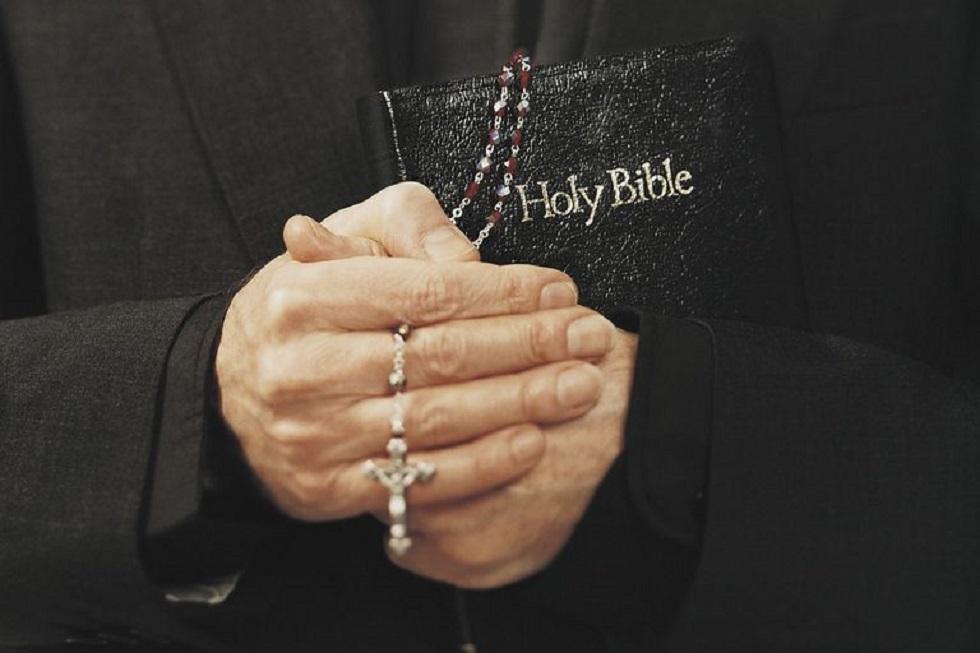 Βατικανό: Ποινική δίωξη ιερέα για κατοχή παιδικού πορνογραφικού υλικού | to10.gr