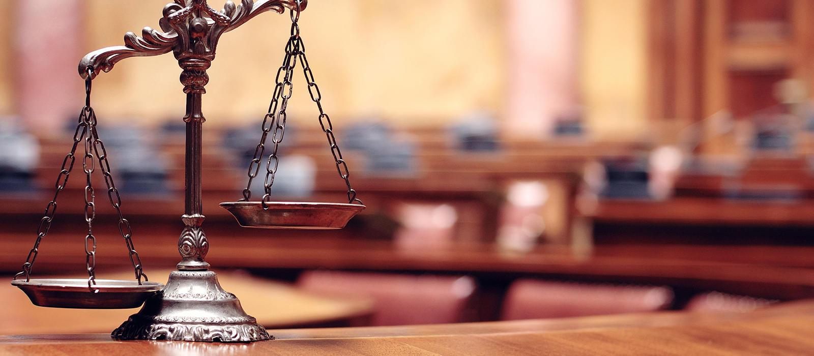 Ποινική δίωξη στους συλληφθέντες για την επίθεση στην Ελληνοαμερικανική Ένωση | to10.gr