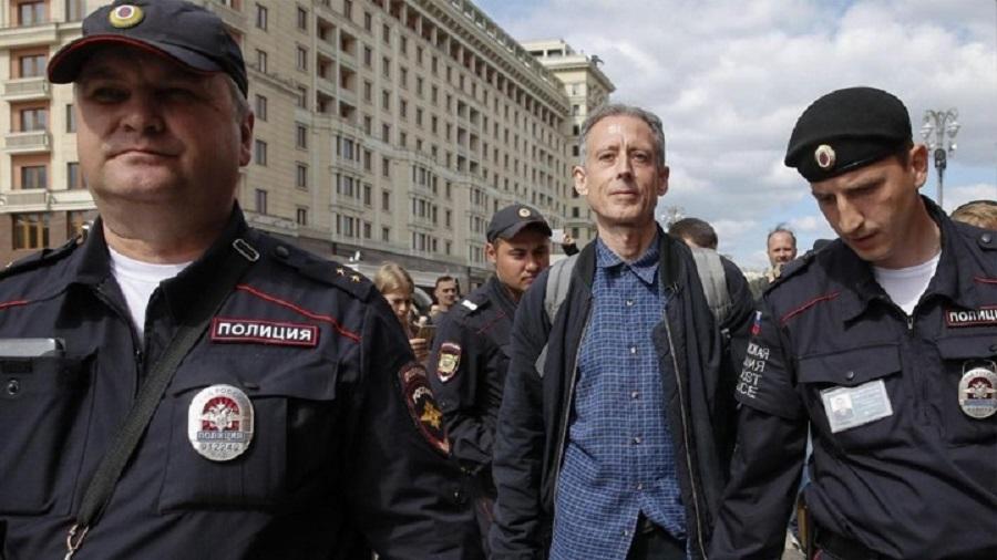 Διαδήλωνε υπέρ των δικαιωμάτων των ομοφυλόφιλων και συνελήφθη   to10.gr