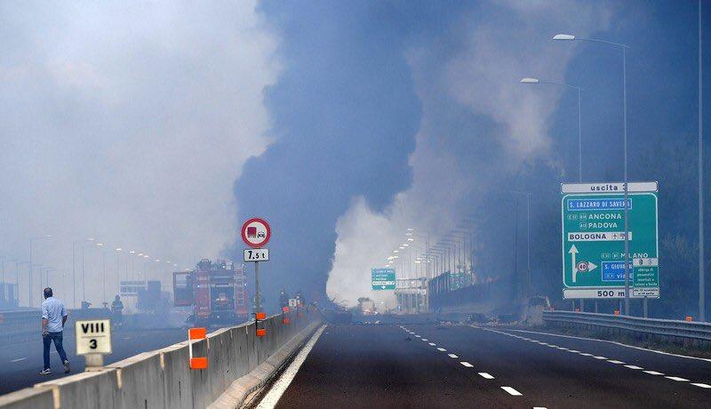 Μπολόνια : «Επί οκτώ λεπτά ακούγαμε εκρήξεις» | to10.gr