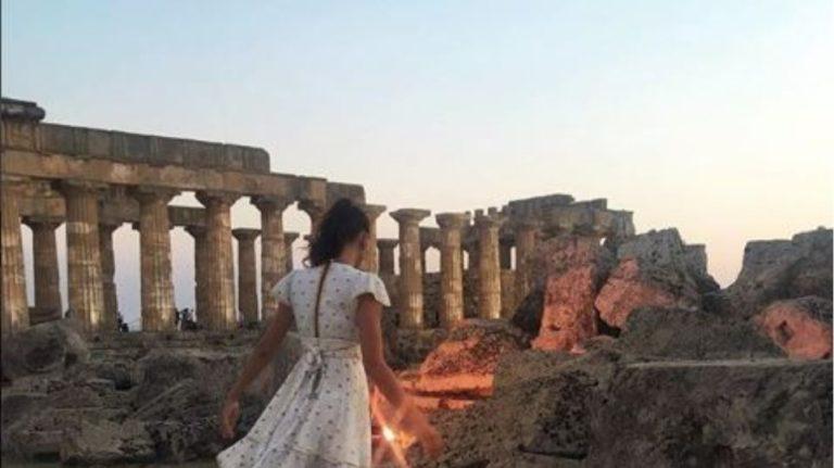 Κουίζ : Σε ποιον αρχαίο ελληνικό ναό βρέθηκε η Ιρίνα Σάικ; | to10.gr
