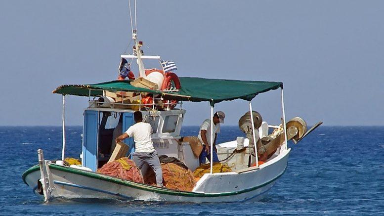 Νέα καταγγελία αλιέων: Τούρκοι λιμενικοί έδεσαν το σκάφος μας και ζήτησαν χαρτιά σε διεθνή ύδατα | to10.gr