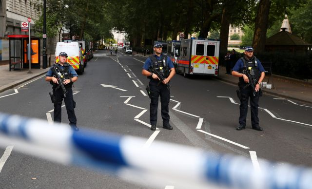 Λονδίνο: «Οσμή» τρομοκρατίας πίσω από το περιστατικό στο κοινοβούλιο | to10.gr