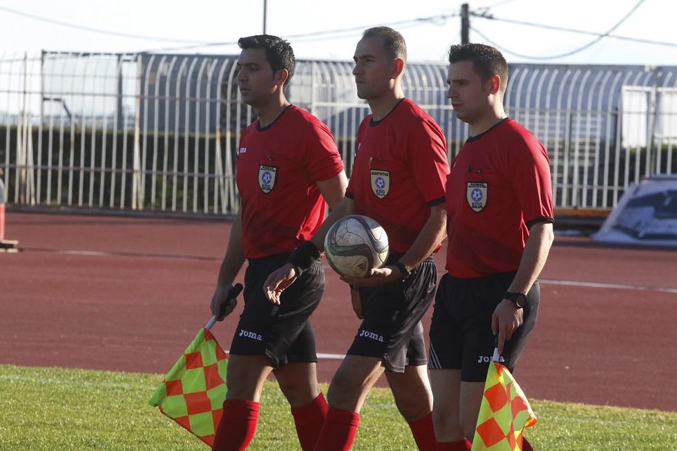 Οι διαιτητές της πρεμιέρας της Football League   to10.gr