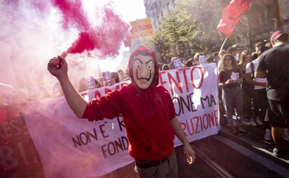 Κινητοποιήσεις μαθητών στην Ιταλία – Έκαψαν ομοιώματα των Σαλβίνι και Ντι Μάιο (pics) | to10.gr