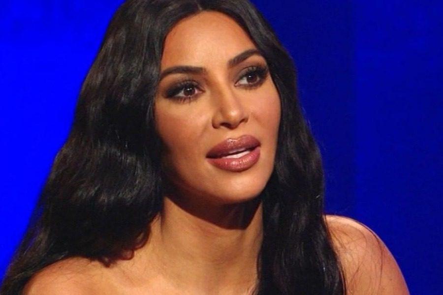 Όταν η Kim Kardashian έπιασε τον πατριό της να δοκιμάζει φουστάνια   to10.gr