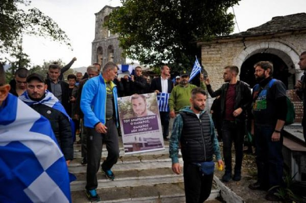 Προσαγωγές ομογενών μετά την κηδεία του Κατσίφα | to10.gr