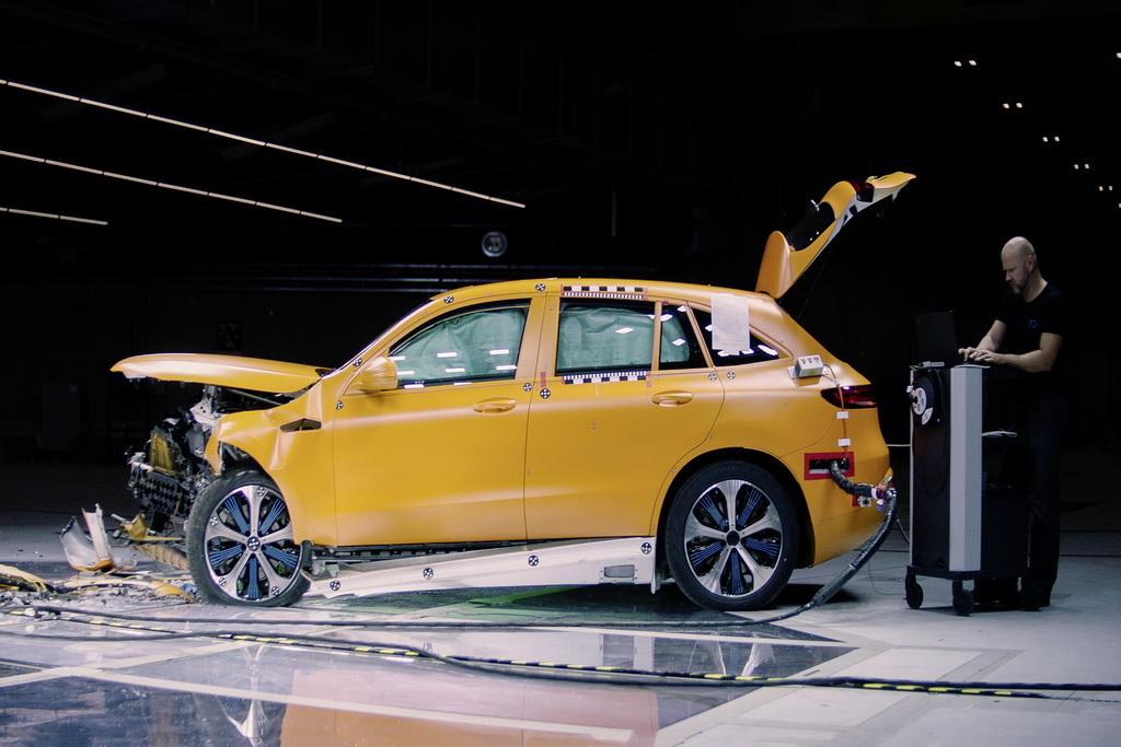 Mercedes-Benz EQC και ασφάλεια | to10.gr
