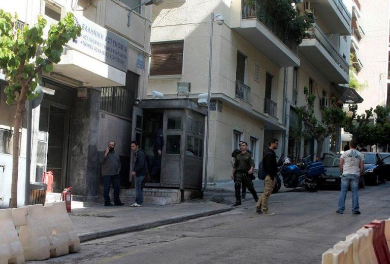 Αστυνομικούς «βλέπει» πίσω από τα εξαφανισμένα όπλα του ΑΤ Εξαρχείων ο Μαυροειδάκος | to10.gr