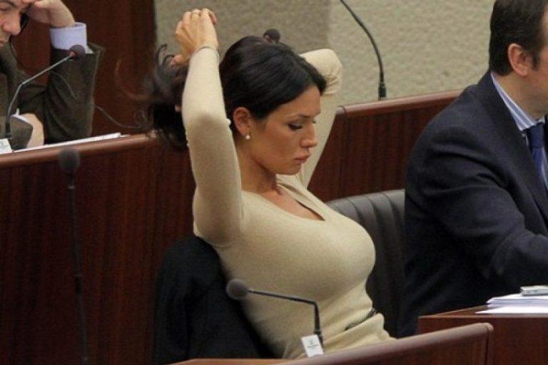 Ελληνίδα πολιτικός είναι ανάμεσα στις 10 πιο σέξι παγκοσμίως (vid) | to10.gr