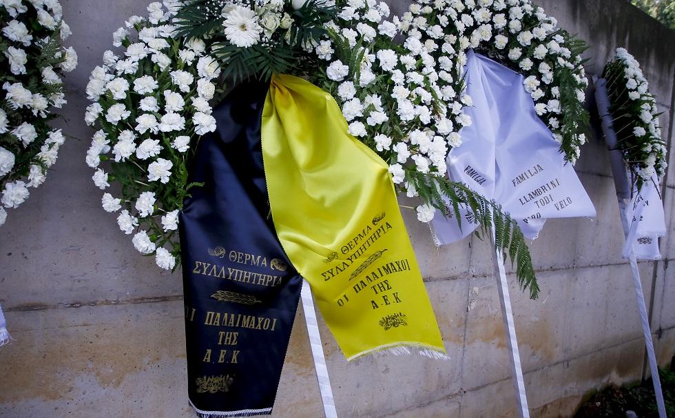 Εκπρόσωποι και στεφάνια από την ΑΕΚ στην κηδεία του άτυχου εργάτη | to10.gr