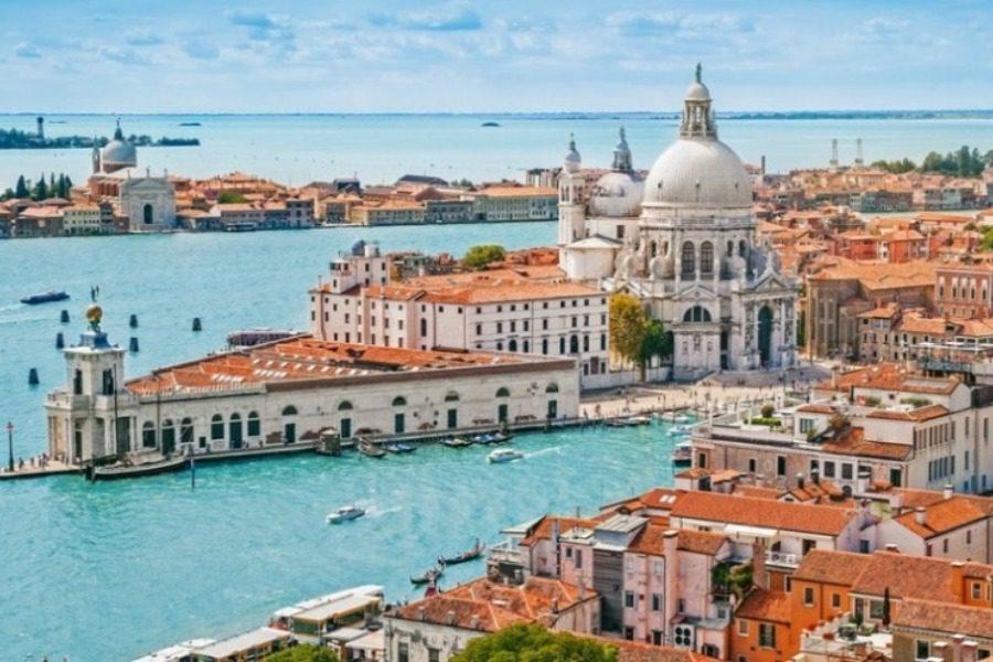 Η πόλη που οι τουρίστες θα πληρώνουν 10 ευρώ για να την δουν | to10.gr