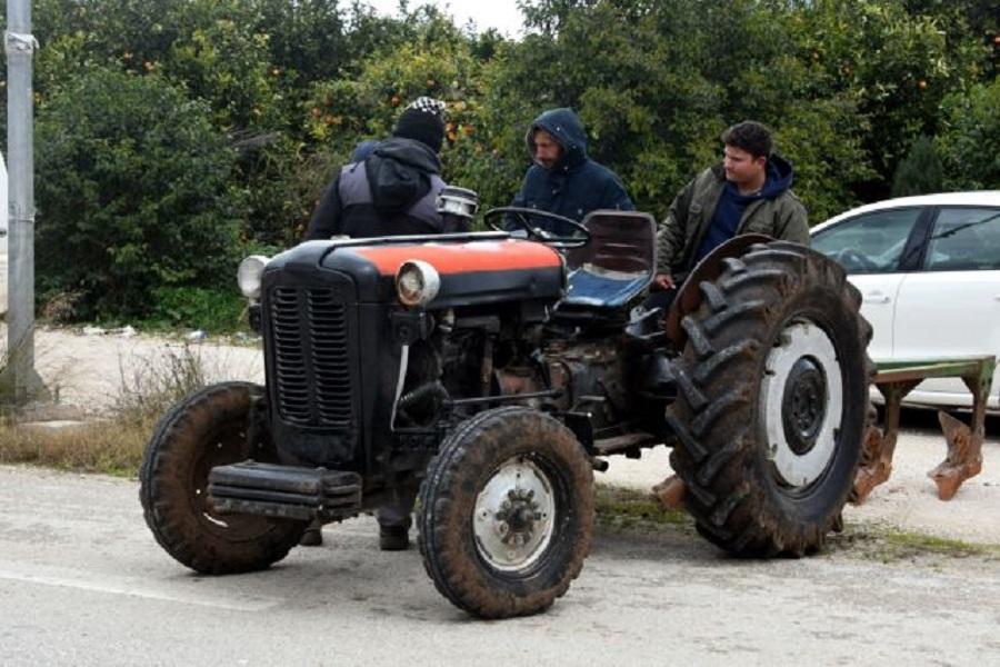 Αμετακίνητοι οι αγρότες στα μπλόκα – Κλείνουν τα Τέμπη | to10.gr
