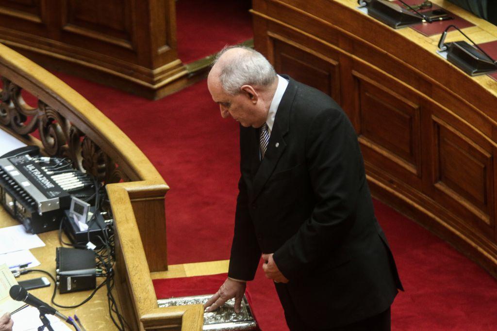 Τέρενς Κουίκ: Οι μεταλλάξεις του… ταξιδιάρη υπουργού | to10.gr