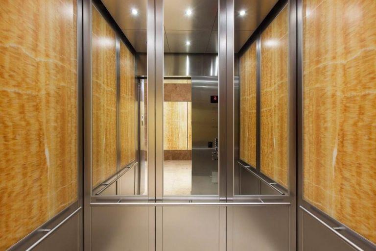 Ο παράξενος λόγος που τα ασανσέρ έχουν καθρέφτες | to10.gr