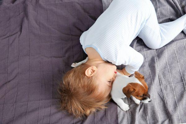 10 τρόποι να κάνετε το παιδί να κοιμάται στο δικό του κρεβάτι | to10.gr