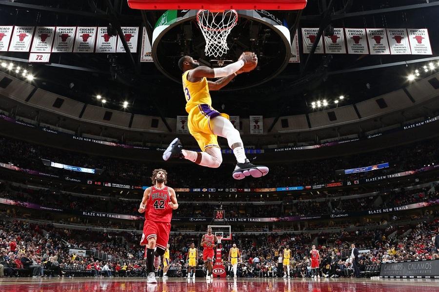 Ο ΛεΜπρόν στην κορυφή του Top 10 του NBA (vid) | to10.gr