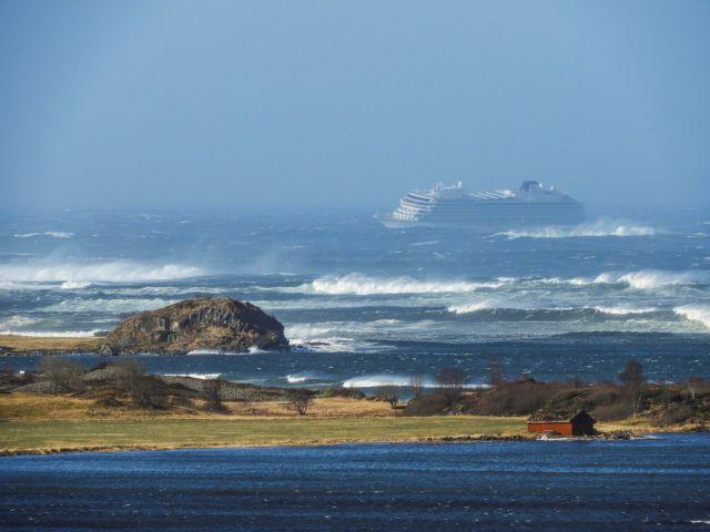 Nορβηγία: Ολονύχτιες προσπάθειες για την εκκένωση του κρουαζιερόπλοιου | to10.gr