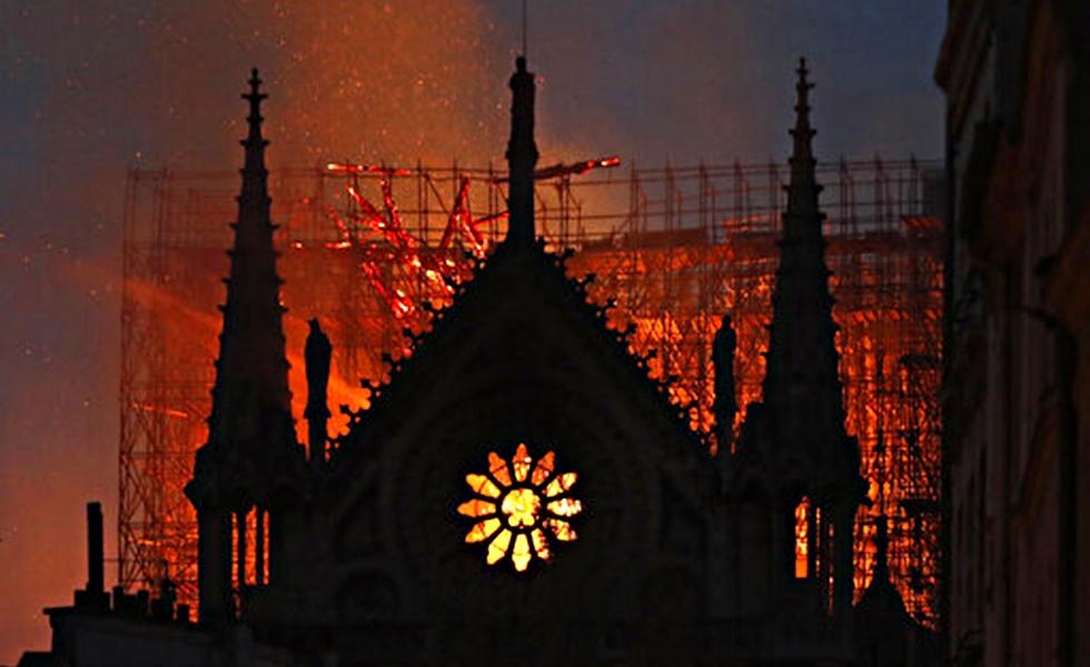 Παναγία των Παρισίων: Το σκηνικό του ολέθρου σε 10 συγκλονιστικές εικόνες | to10.gr