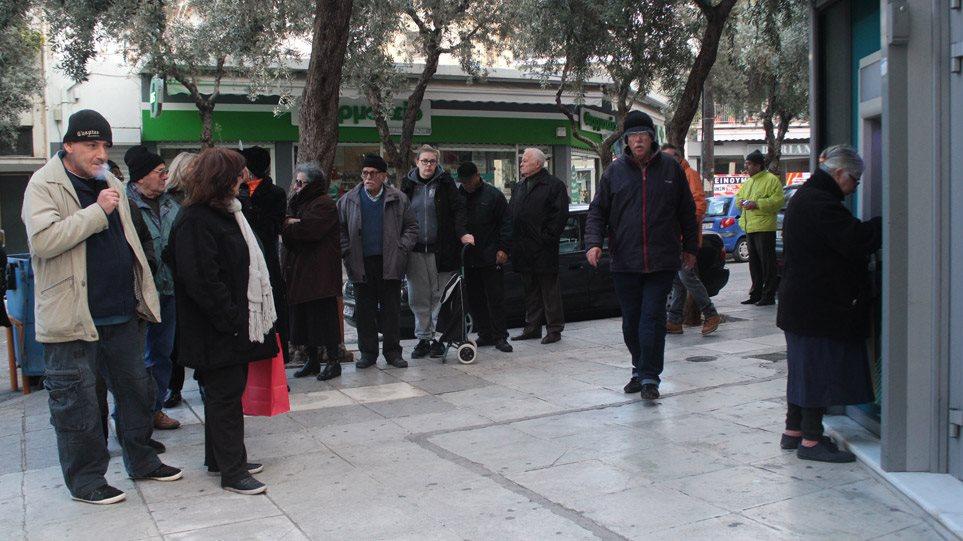 Ψυχρολουσία για συνταξιούχους: «Τεχνικό πρόβλημα» έκοψε ως και 100 ευρώ από τις συντάξεις | to10.gr