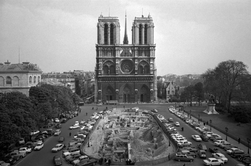 Notre Dame: 850 χρόνια ιστορίας μέσα από 16 συγκλονιστικές εικόνες   to10.gr