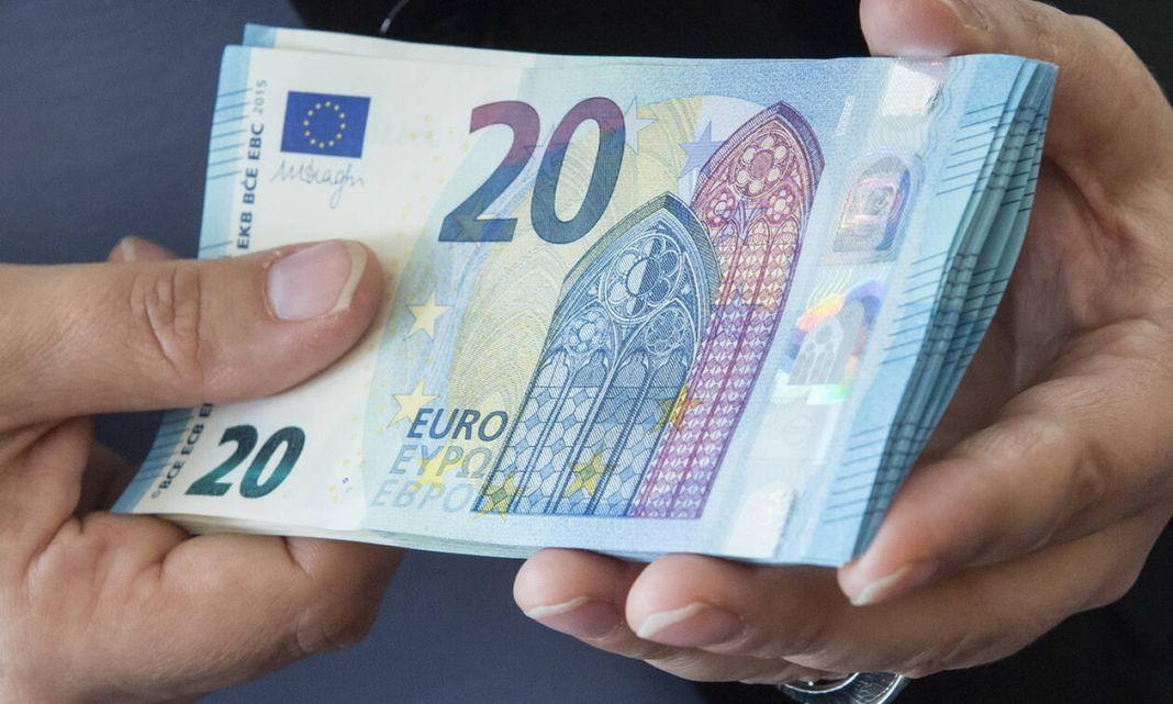 Νέο μηνιαίο επίδομα 100 ευρώ: Δείτε τα κριτήρια και τους δικαιούχους | to10.gr