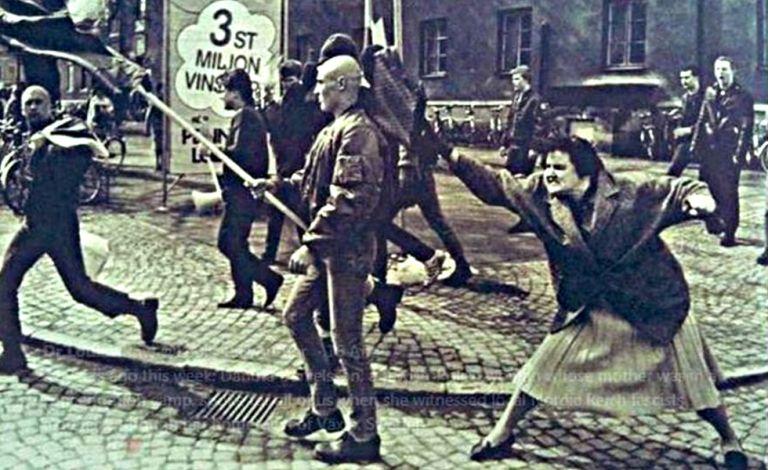 Σουηδία: Η «τσαντιά» που έφαγε στο κεφάλι ένας νεοναζί από μια γυναίκα το 1985 έγινε… άγαλμα (pic) | to10.gr
