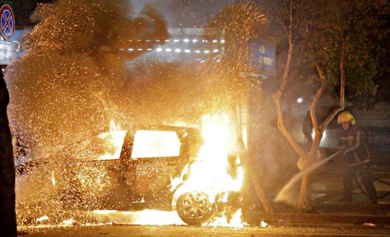 Νύχτα χάους στην Αλβανία – Συγκρούσεις διαδηλωτών με αστυνομικούς, αρκετοί τραυματίες | to10.gr