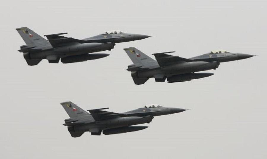 Νέα πρόκληση: Τουρκικά F-16 παρενόχλησαν ελικόπτερο που μετέφερε τον Αρχηγό ΓΕΣ | to10.gr