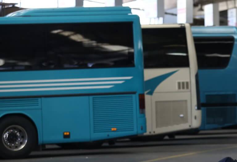 Θεσσαλονίκη: Μπήκαν σε λεωφορείο των ΚΤΕΛ και κατέβασαν 14 άτομα | to10.gr