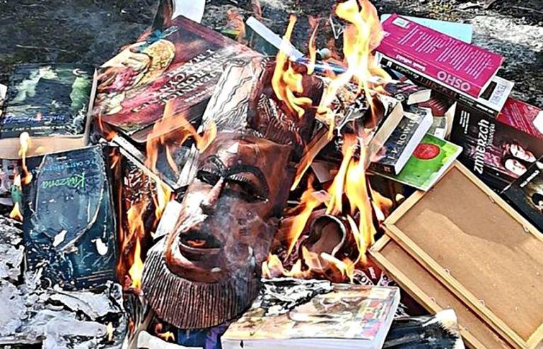 Πολωνία: Ιερείς έκαψαν βιβλία του Χάρι Πότερ και του Twilight | to10.gr