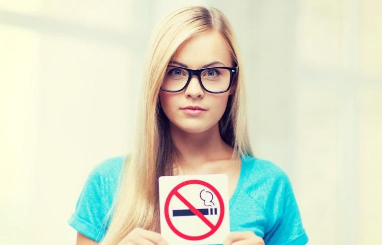 Γιατί καπνίζει ο έφηβος και πώς θα τον βοηθήσετε | to10.gr