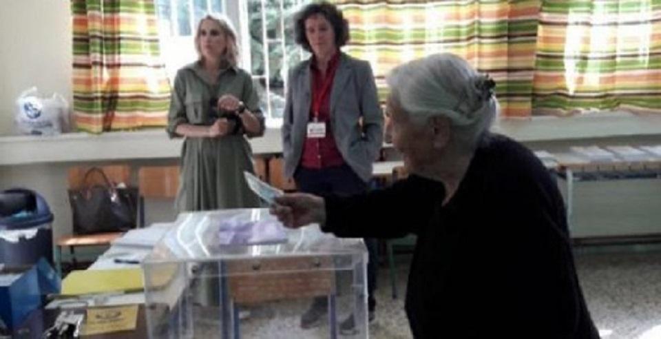 Ιουλία Κατσαδήμα: 103 ετών, ίσως η μεγαλύτερη σε ηλικία ψηφοφόρος | to10.gr