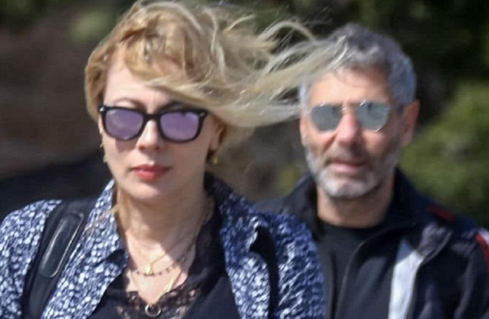 Σμαράγδα Καρύδη: «Πόλεμος» με τον Αθερίδη! Η φωτογραφία με γοητευτικό άντρα στο πλευρό της! | to10.gr