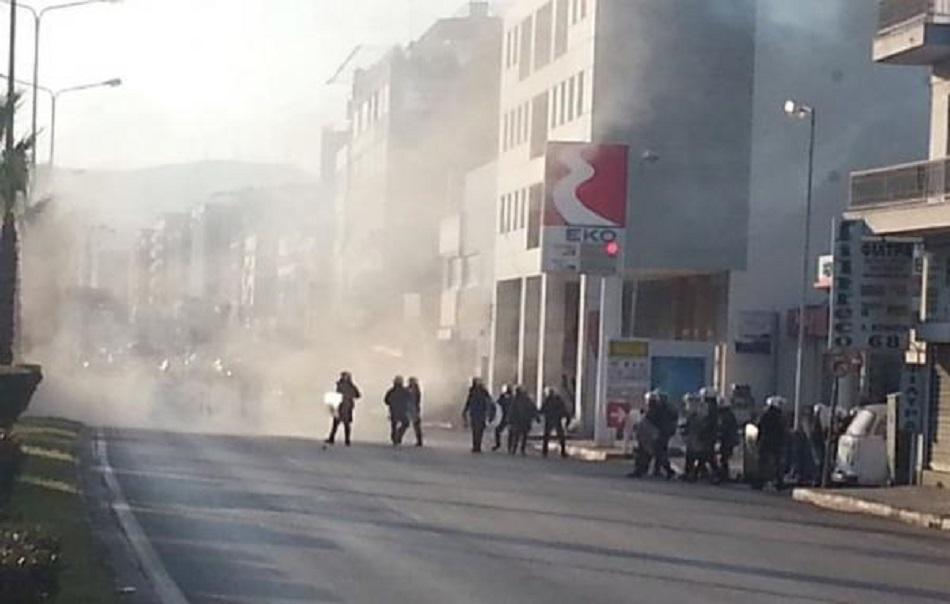 Επεισόδια σε αντιφασιστική πορεία στον Κολωνό με μολότοφ και χημικά | to10.gr