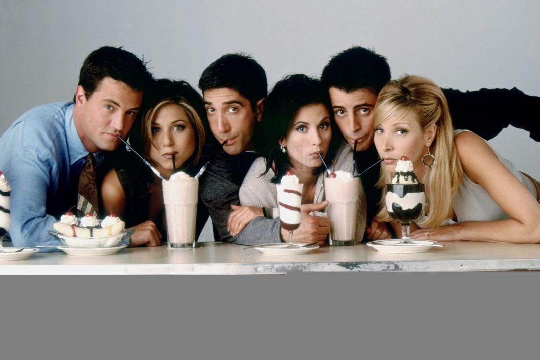 Η Courteney Cox δημοσίευσε άγνωστη φωτογραφία από «Τα Φιλαράκια» πριν καν ξεκινήσει η σειρά | to10.gr