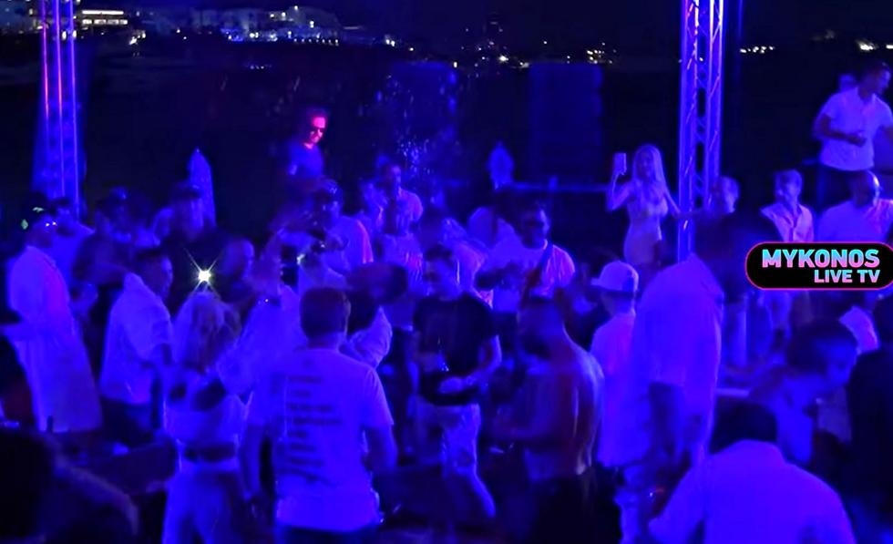 Επικό το πάρτι του Gumball στην Μύκονο με κουκλάρες, μουσικάρες και πόλεμο σαμπάνιας (vid) | to10.gr