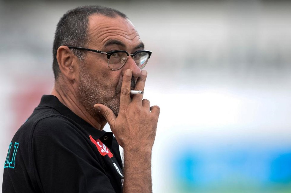 Τα social media τρολάρουν τον… καπνιστή Σάρι (pics) | to10.gr