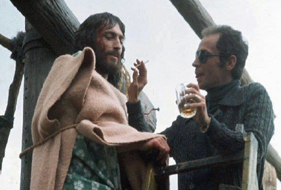 Τζεφιρέλι: Όταν άφησε τον «Ιησού» δεμένο για ώρες στον σταυρό | to10.gr