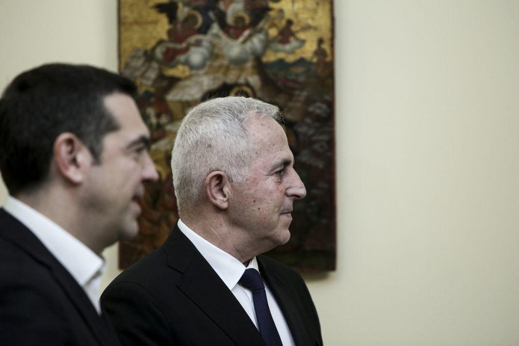 Τα κάλπ(η)κα παιχνίδια με τα εθνικά θέματα, μια περίεργη παραίτηση και τα troll του ΣΥΡΙΖΑ που έπιασαν δουλειά | to10.gr