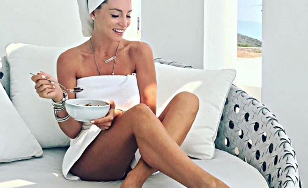 Αθηνά Οικονομάκου: Αναστατώνει με το σέξι κορμί της (pics) | to10.gr