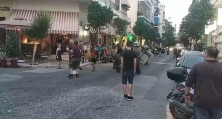 Επεισόδια έξω από το ΑΤ Ακροπόλεως μεταξύ αστυνομικών – αντιεξουσιαστών | to10.gr
