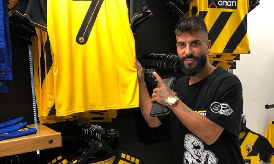 Φωτογραφήθηκε δίπλα στη φανέλα της ΑΕΚ ο Βέρντε (pic) | to10.gr