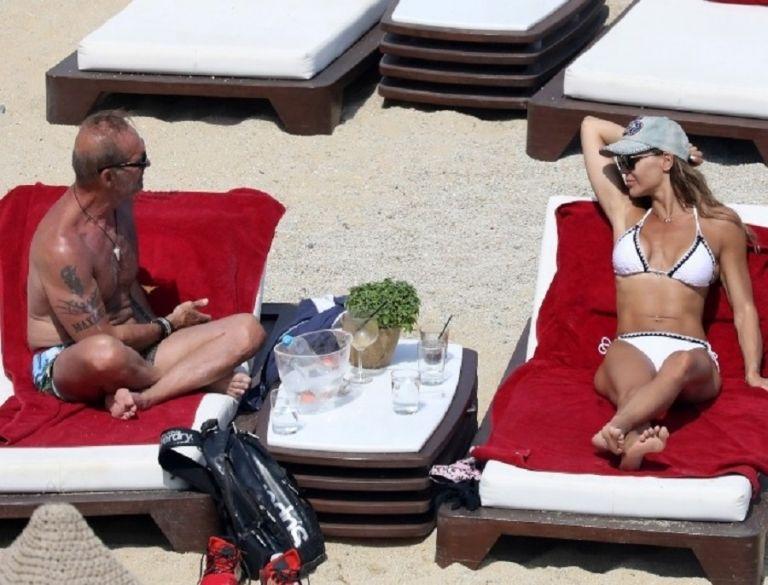 Πέτρος Κωστόπουλος: Στην παραλία με την Νικολέττα Καρρά! Δεν έπαιρνε στιγμή το βλέμμα από πάνω της! (pics)   to10.gr